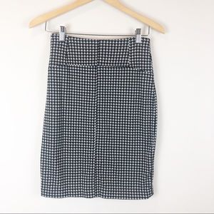 NY & Co Stretch Houndstooth Pencil Skirt